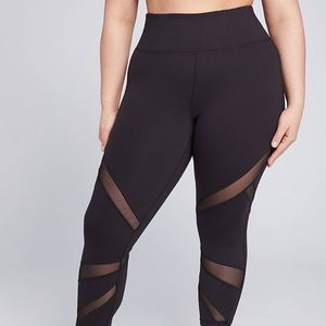 NWT! LIVI Active power Capri legging with mesh.